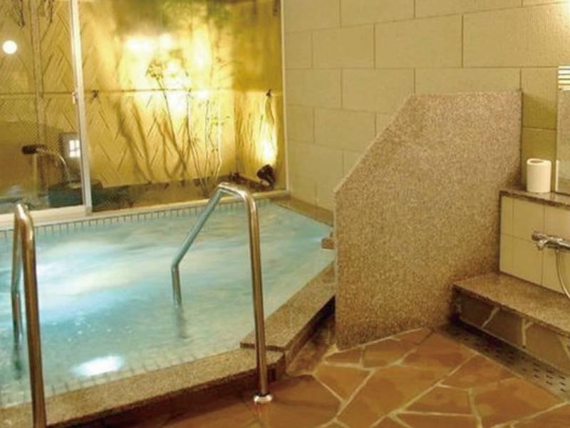【貸切風呂/例】源泉かけ流しの湯と色鮮やかなアクアイルミネーションが楽しめる