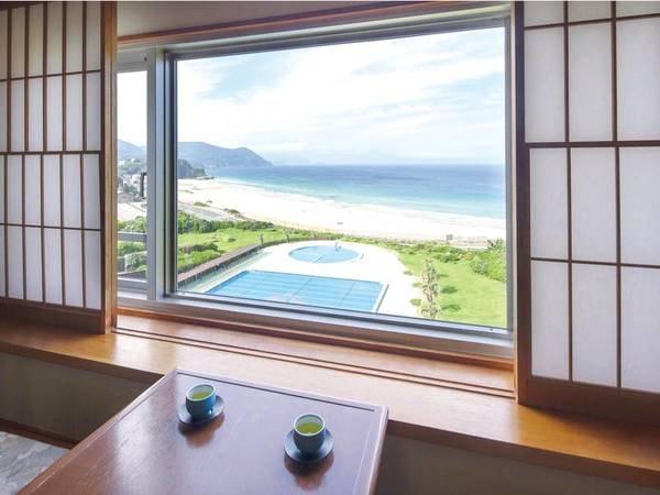 【客室眺望/和室からの例】遠く青い海を眺める