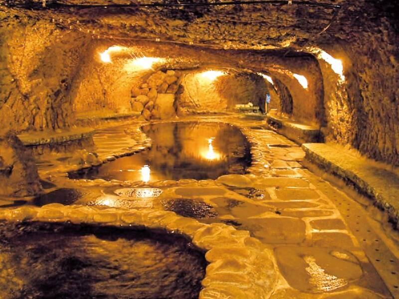 【大浴場・岩窟風呂】洞窟の雰囲気を愉しむ