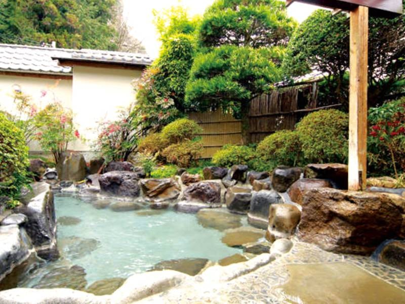 【貸切露天・満天星風呂】解放感ある野天風呂は無料で利用可能