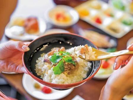 【朝食バイキング/例】伊東市ならではの漁師料理『アジのまご茶漬け』は必食の一品です♪