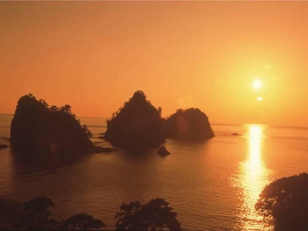 【眺望/例】夕日の町・西伊豆堂ヶ島の絶景