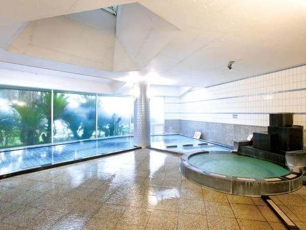 【大浴場】源泉100%のかけ流しのなめらかな湯が愉しめる