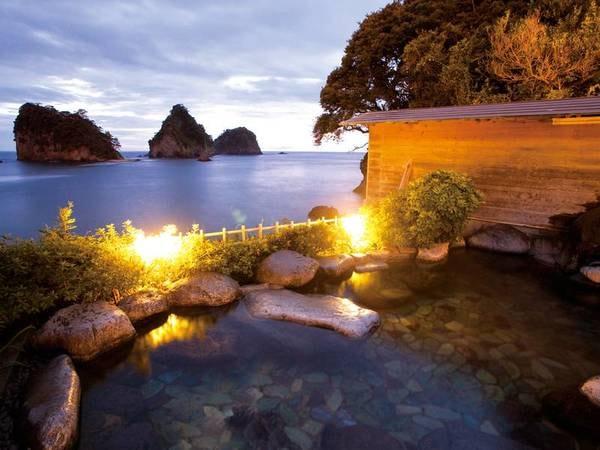 【堂ヶ島温泉ホテル】自家源泉かけ流し! 雄大な蒼い海と三四郎島を望む露天風呂も!夕食は金目鯛姿煮付きの会席をレストランで。