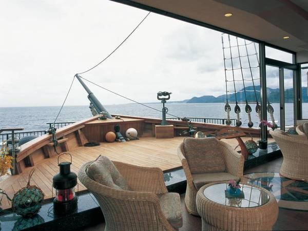 【舟型デッキ】2002年に改装オープン!