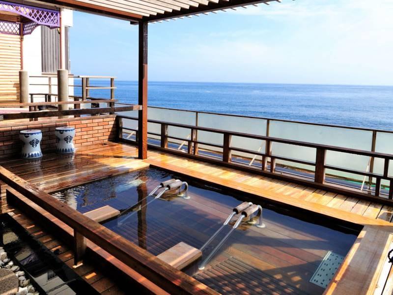 【露天風呂/遊々湯苑】穏やかな海を眺めながら湯浴み