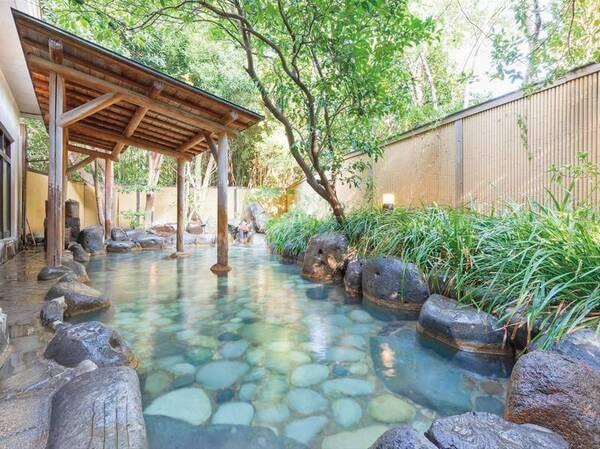 【宮の湯・露天風呂】開放感のある広々とした純和風の露天風呂