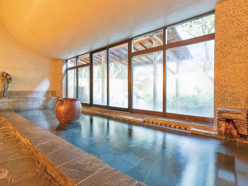 【宮の湯・大浴場】開放感のある広々とした純和風の露天風呂