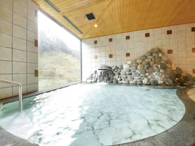 【庭園風呂】自然溢れる日本庭園、ハーブガーデンを一望