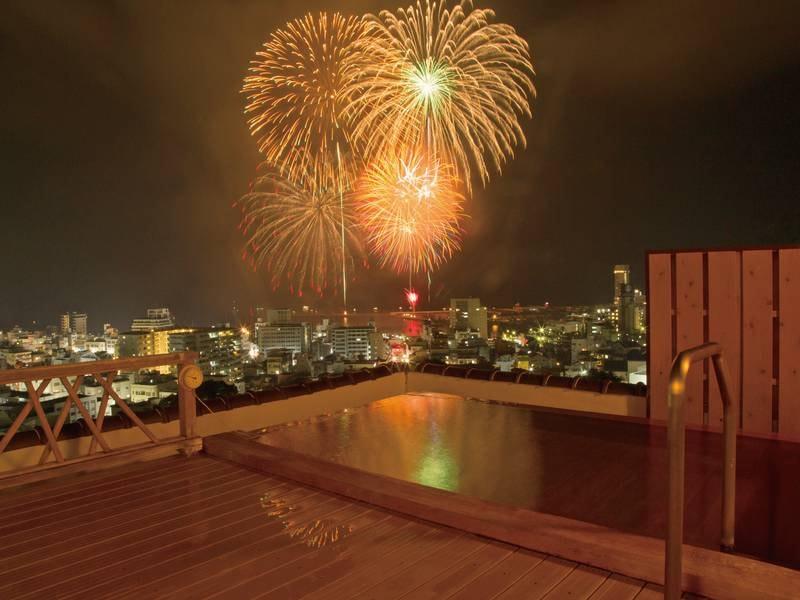 【天空の露天風呂】高台から熱海の街と相模湾を一望