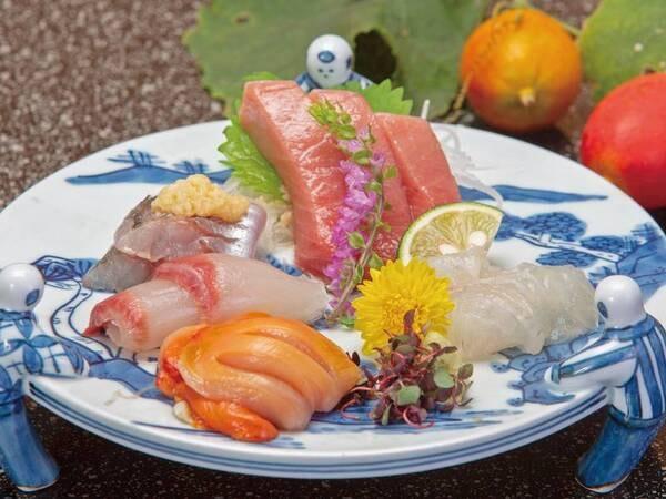 【夕食/例】四季折々の山海の幸を盛り込んだ会席料理をご用意