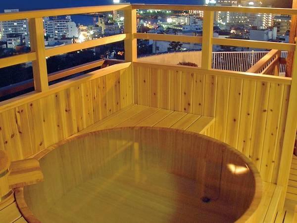 【源泉かけ流し・露天風呂付客室/例】客室専用露天風呂で、源泉かけ流しの良質な湯を愉しめる
