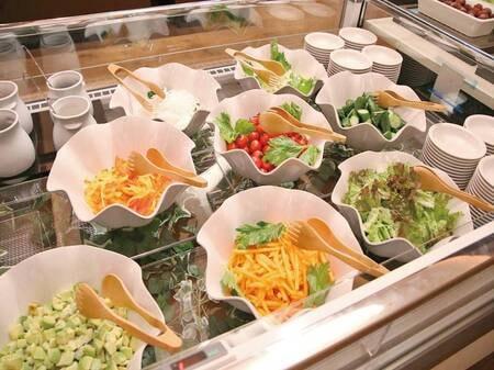 【夕食バイキング/例】新鮮なサラダも!