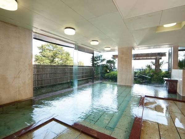 【大浴場】開放感のある広々とした大浴場
