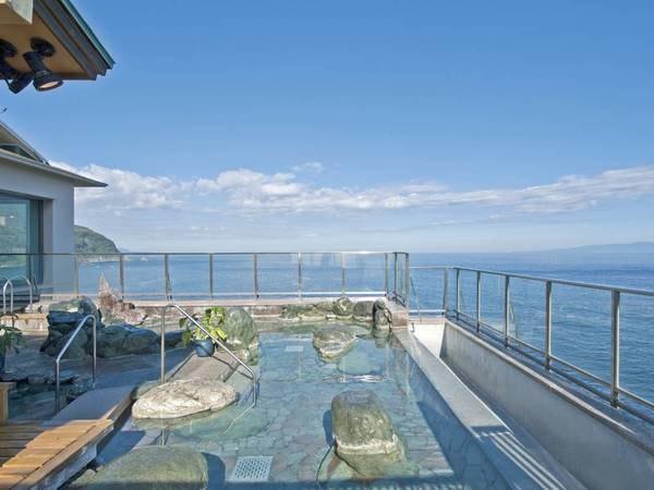 【満天露天風呂】大海原を見下ろす