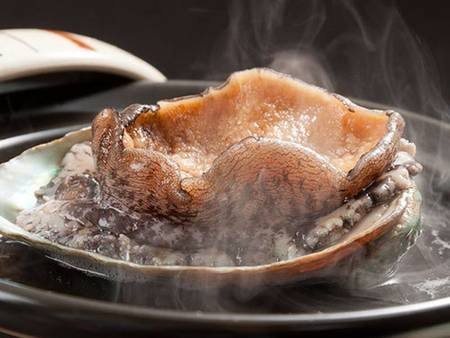 【スタンダードプラン/例】アワビは、一人一枚!!やわらかくお召し上がりいただける、酒蒸し焼きで!