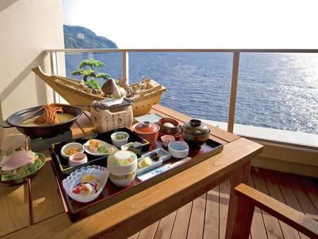 【朝食/例】浜の湯の朝食に舟盛りを付けることは約20年前、民宿を営む頃から続けていること