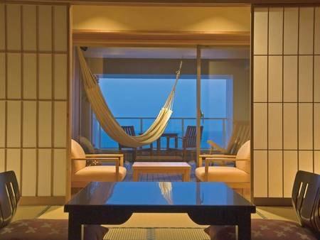 【[展望デッキテラス]付客室Fタイプ/例】目の前の海を望むテラス、ハンモックで至福のひと時