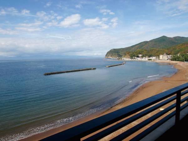 【客室からの眺望/例】駿河湾を一望。天候に恵まれれば、駿河湾の向こうに南アルプスの山並みも!