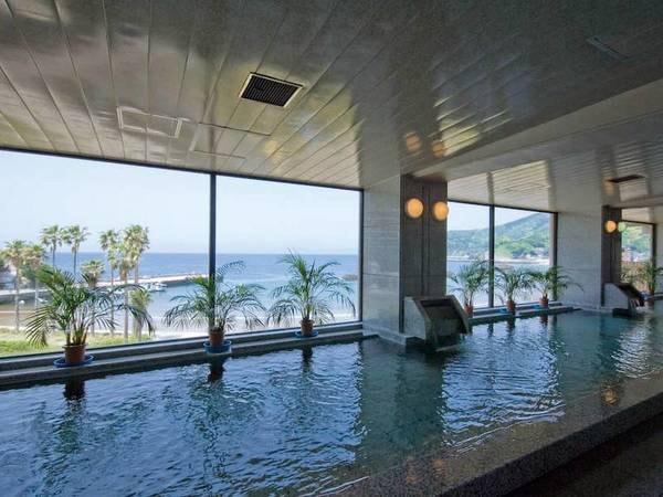 【銀沙の湯・金沙の湯】開放的な大浴場で手足を伸ばしてゆっくり寛げる