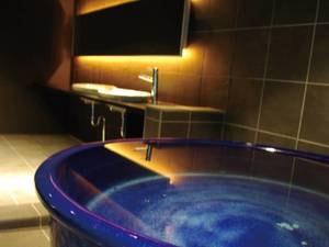 【貸切風呂「種」】黒を基調としたモダンな空間