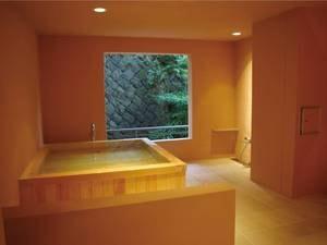 【貸切風呂「花」】上質な檜が香る華やかな空間