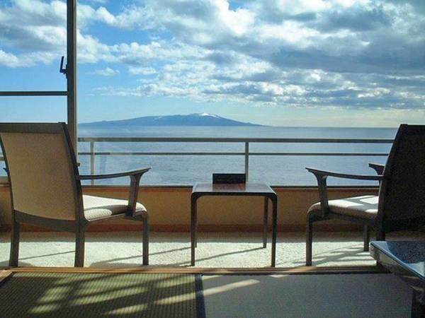 【客室眺望】晴れた日には伊豆大島も望む