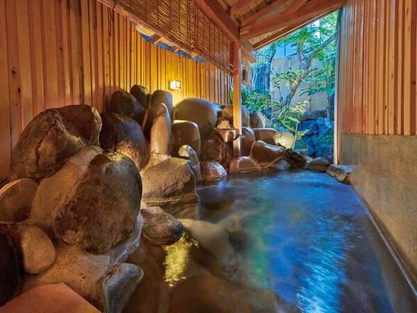 【露天風呂】大きな「伊豆石」で造られた趣のある露天風呂
