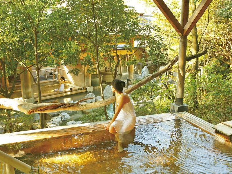【檜露天風呂】源泉かけ流しが愉しめる檜の露天風呂