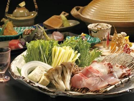 【夕食・海鮮料理】「海鮮しゃぶしゃぶ」がメイン。〆の雑炊も人気/例