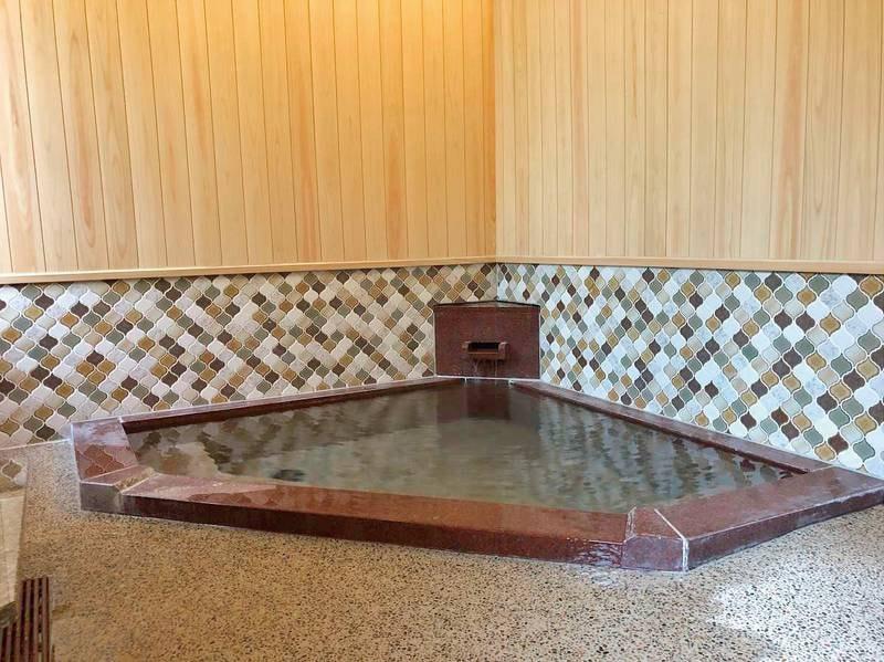 【貸切露天風呂(岩戸の湯)】源泉掛け流しのお風呂をプライベート感覚で