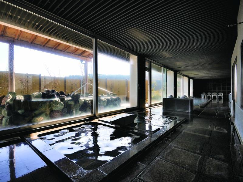 【大浴場】広々した浴場で日頃の疲れをリセット!