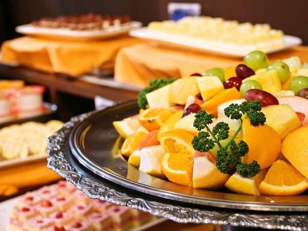 【夕食/例】季節のフルーツやデザート類も充実