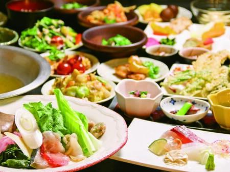 【夕食/例】和食膳+バイキング。旬の素材約10種類の揚げたて天ぷらも食べ放題