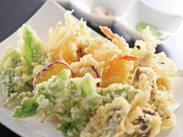 【夕食/例】約10種の揚げたて天ぷらも食べ放題!席で注文票に記入するスタイル