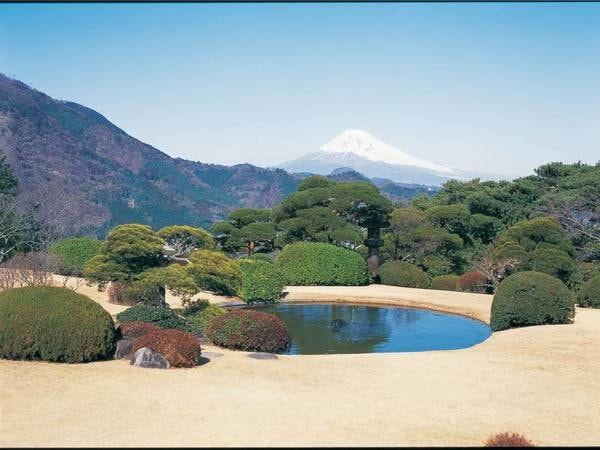 ホテル内の庭園からは富士山を一望!