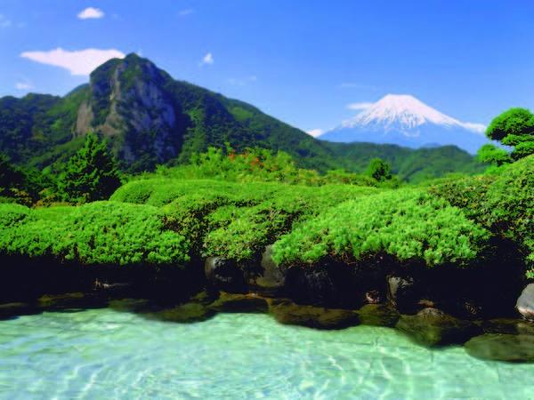 【露天風呂】雄大な富士山を望むかけ流しの露天風呂
