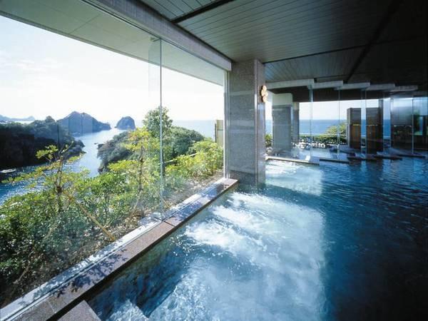 【大浴場】ガラス越し一面に堂ヶ島の絶景が広がる!