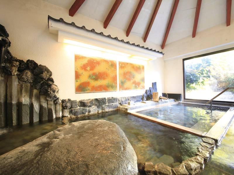 【大浴場】源泉かけ流しの湯をゆっくり堪能