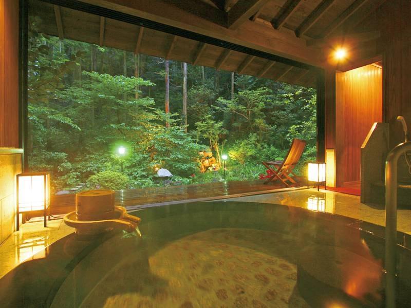 【詩季亭2階貸切風呂『山水』】木々が風にざわめく音を聞きなが泉掛け流しの湯に癒される