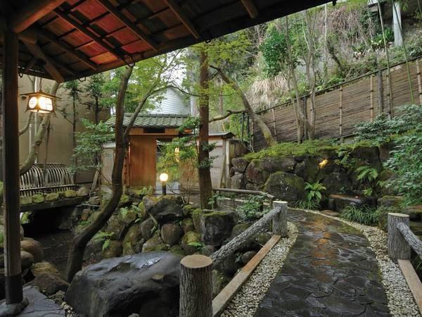 【敷地内】竹林に囲まれた小さな佳宿