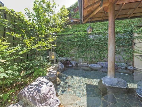 【露天風呂/四阿岩風呂】壮厳な雰囲気がただよう岩風呂