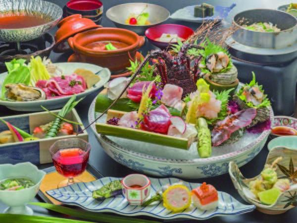 【伊勢海老付き月替わり会席/例】彩鮮やかな小鉢で提供される