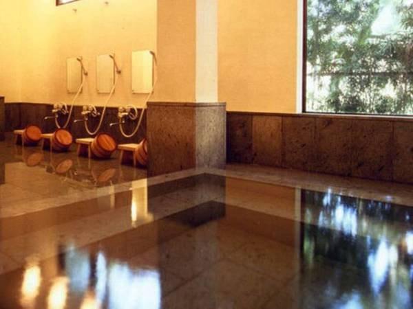 【御宿しんしま】静かな温泉宿。ロビーには明治13年「長ハ」の漆喰鏝絵の蔵座敷あり