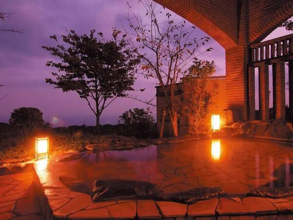【露天風呂】四季折々の風景を眺める