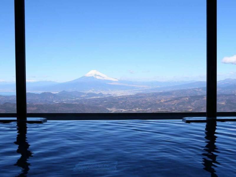 【大浴場】天気が良い日には富士山や駿河湾・相模湾の壮大な景色が広がります
