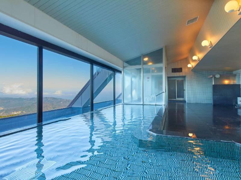 【大浴場】上階にある大浴場からは富士山を望むことができます