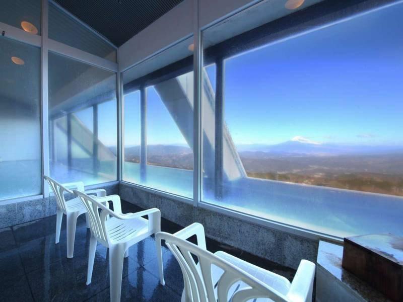 【大浴場】ミストサウナからも富士山を眺められます