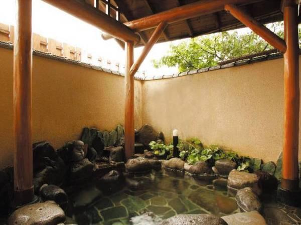 【露天風呂】潮風が吹き込む露天風呂で良泉を楽しむ