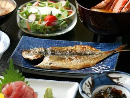 【朝食/例】脂が乗って大振りのアジの干物や手作り豆腐など、旨みたっぷり!